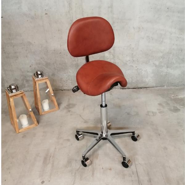 Egholm sadelstol med polstret ryg